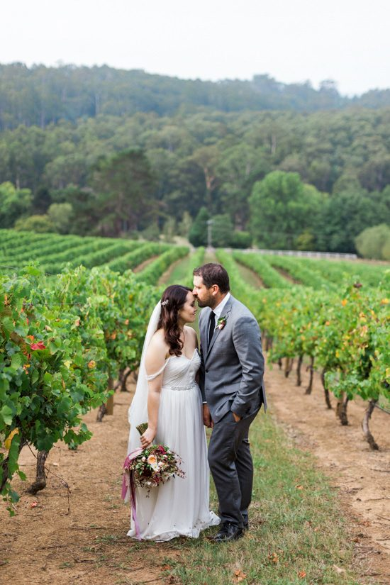 Romantic-Swallowfield-Vineyards-Wedding042-550x825